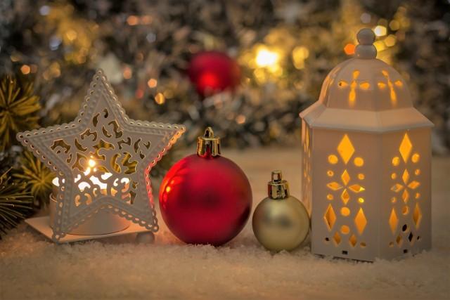 Grudzień to idealny moment na zdobycie dodatkowych środków na życie. Przed Bożym Narodzeniem pracodawcy zwiększają zatrudnienie w handlu, produkcji, usługach oraz innych branżach. Zobacz, gdzie warto dorobić przed Świętami i Nowym Rokiem.
