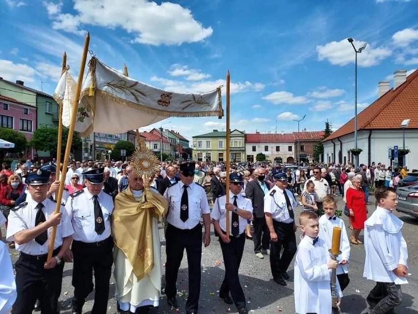 Wspaniała procesja przeszła w czwartek 3 czerwca, w Boże...