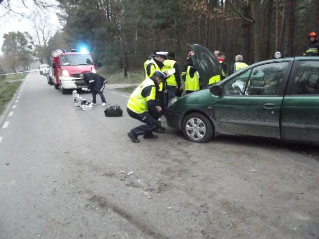Wypadek w Klamrach. Chcieli pomóc koleżance