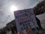 """Hasła z protestu kobiet w Szczecinie. """"PiS robi herbatę w wodzie po pierogach"""""""