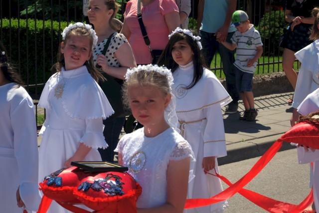 Wierni z parafii Najświętszej Maryi Panny tłumnie zjawili się na procesji z okazji Bożego Ciała.