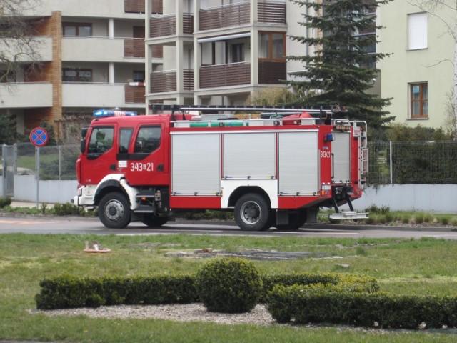 Strażacy zabezpieczyli i usunęli plamę oleju napędowego, rozciągniętą na nawierzchni ulicy Wczasowej w Ustce.