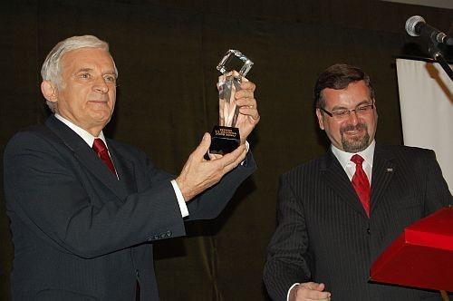 Pierwszym laureatem nagrody został prof. Jerzy Buzek.
