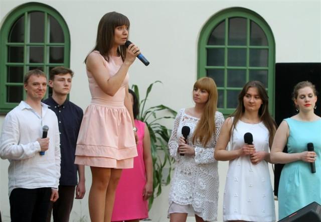 Majówka u Panien w Piotrkowie, w niedziele na dziedzińcu Centrum Idei Ku Demokracji odbył się koncert dedykowany Janowi Pawłowi II