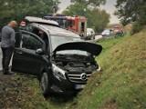 Wypadek na drodze krajowej nr 20. Cztery osoby trafiły do szpitala. Policjanci apelują: Noga z gazu