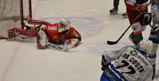 Tak Teddy Da Costa zdobył pierwszą bramkę dla Re-Plast Unii Oświęcim w jej zwycięskim meczu nad Zagłębiem Sosnowiec 4:1, kończącym fazę zasadniczą w hokejowej ekstraklasie.