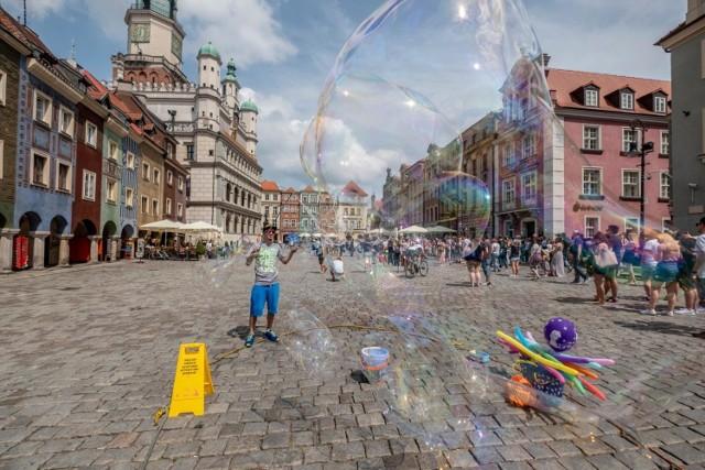 """Dziennikarze """"The Mirror"""" polecają między innymi Stary Rynek w Poznaniu.  Kolejne zdjęcie --->"""