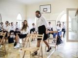 Szkoły szykują się na powrót uczniów w czerwonych strefach koronawirusa. Lekcje tylko w jednej sali, na przerwę tylko w maseczkach