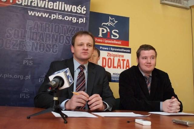 Zbigniew Dolata (PiS) z asystentem w swoim biurze.