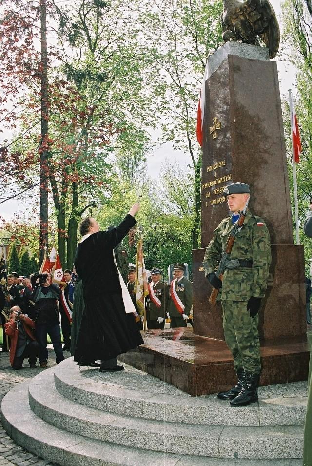 Od odsłonięcia chodzieskiego pomnika minęło już 6 lat. Na zdjęciu statuę święci ks. Andrzej Ziółkowski.