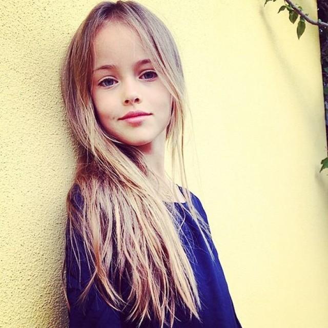 """Ta 10-letnia Rosjanka została okrzyknięta przez media """"najpiękniejszą dziewczynką świata"""". Ma za sobą już wiele sesji zdjęciowych i edytoriali w magazynach. Jej instagram i facebook ma setki tysięcy śledzących.  Obecnie mieszka z matką w Los Angeles."""