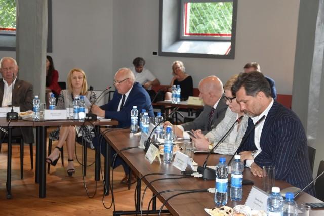 Koronawirus. Ponad 20 osób w kwarantannie po zebraniu Stowarzyszenia Aglomeracji Kalisko-Ostrowskiej