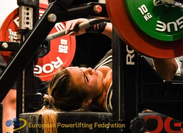 Kobra Kościan trzy razy zdobyła podium Mistrzostw Europy Juniorów w Trójboju Siłowym w Pilznie. Mamy trzy srebra!