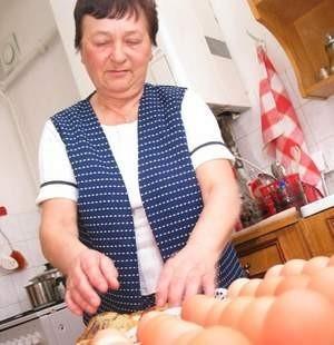 Piotr Matusiak, szef Izby Seniora, która mieści się w zabytkowej Gawlikówce zaprasza na wspólny, świąteczny posiłek. Fot. Marcin Tomalka