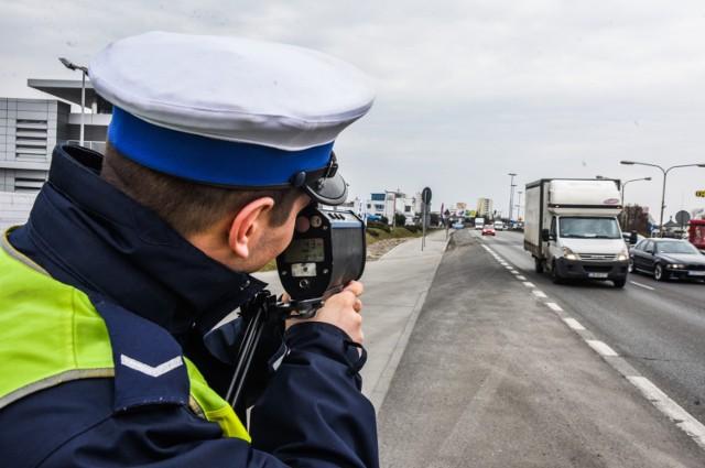 W większych miastach regionu policjanci z drogówki pracują całą dobę. W mniejszych tak jednak nie jest.