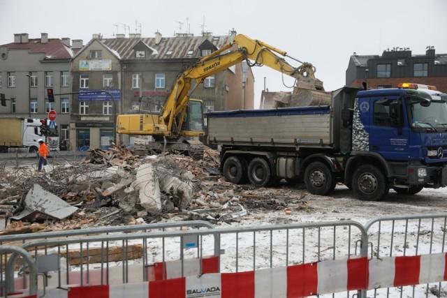 Trwają prace związane z rozbudową al. 29 Listopada. W związku z inwestycją potrzebne są wyburzenia obiektów na terenach, na których poprowadzona zostanie nowa droga i towarzysząca jej infrastruktura.