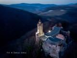 Zamek Grodno i jezioro Bystrzyckie widziane z drona. Wyjątkowe zdjęcia!