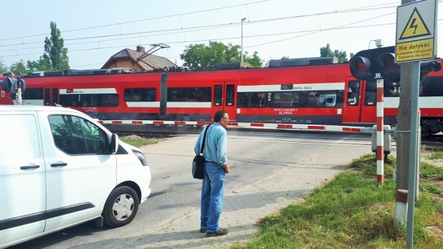Zmodernizowany przejazd kolejowy przy skrzyżowaniu ulicy Przemysłowej z Witebską w Bydgoszczy