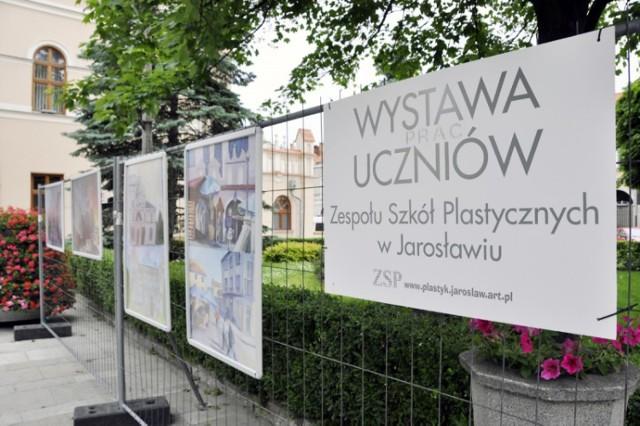 Prace uczniów ZSP przed Ratuszem w Jarosławiu