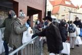 Pruszcz Gdański. Paczki ze świątecznym poczęstunkiem trafiły do osób potrzebujących i samotnych |ZDJĘCIA
