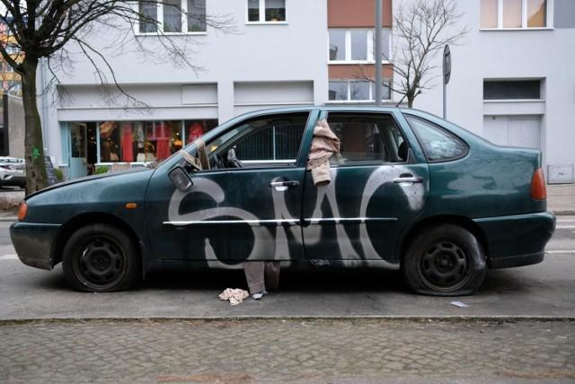Od początku 2020 roku do końca czerwca z ulic Poznania zniknęło 477 nieużywanych samochodów. - Dzięki pracy strażników 337 z nich usunęli sami właściciele - informuje Przemysław Piwecki, rzecznik poznańskiej straży miejskiej.   Czytaj dalej --->