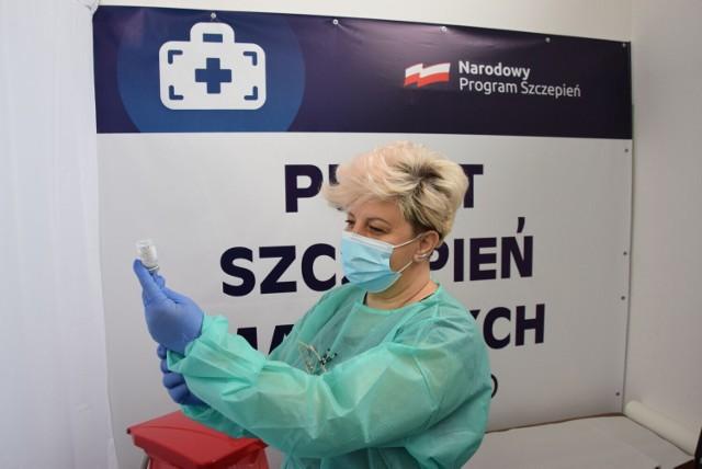 Szczepienia przeciw Covid-19. W których gminach powiatu wieluńskiego zaszczepiono największy procent mieszkańców?