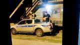 Chłopcy spod Opola skakali po radiowozach. Chcieli zaimponować znajomym, więc wrzucili zdjęcia na Facebooka. Tak dotarli do nich policjanci