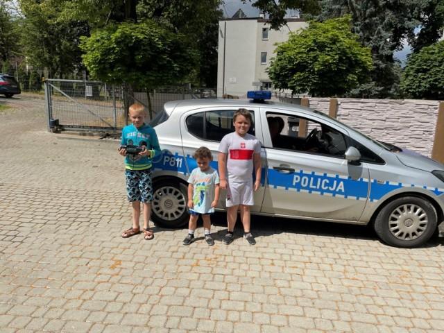 Policjanci z Sosnowca spotykają się z mieszkańcami przy różnych okazjach i rozmawiają z nimi o bezpieczeństwie.
