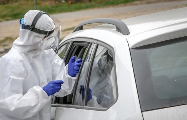 Dane statystyczne dotyczące pandemii koronawirusa w środę, 4 sierpnia 2021 roku.
