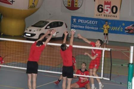 Zawodnicy z Sosnowca (w bloku) dotarli do finału.