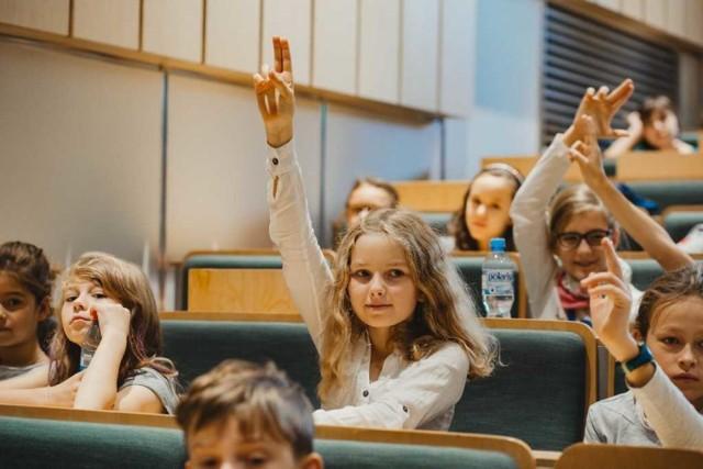 Wykłady inauguracyjne będą otwarte dla wszystkich dzieci, które chcą wziąć udział w spotkaniu z naukowcem