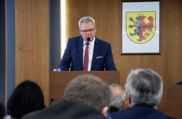 Za przedstawionym przez dyrektora Eligiusza Patalasa programem naprawczym głosowało 17 radnych, a 7 wstrzymało się