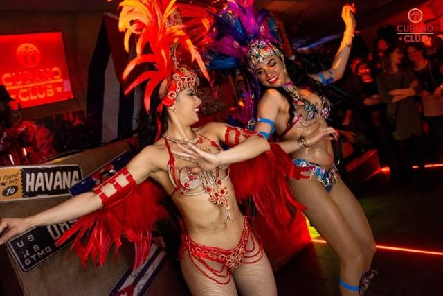 """Pod koniec lutego w Cubano Club Toruń odbyła się gorąca impreza w brazylijskich rytmach. Zobaczcie, co działo się na parkiecie i nie tylko podczas wydarzenia """"Brasil Show Toruń"""". Oto zdjęcia!  Polecamy:   Impreza """"Behind The Mask"""" w Hex Club Toruń [zdjęcia]  Impreza """"Be Yourself"""" w Hex Club Toruń. Tak się bawiliście w miniony weekend! [zdjęcia]"""