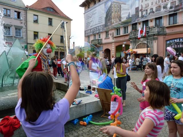 Majówki w Żarach i Żaganiu, tak się bawiliśmy jeszcze całkiem niedawno. Brakuje nam kolorowych straganów i tłumów ludzi.