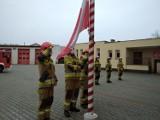 Święto Niepodległości (2020) u puckich strażaków. Na maszt przy KP PSP Puck wciągnęli biało-czerwoną | ZDJĘCIA