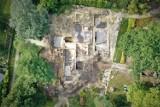 Pozostałości Willi Wolfa w Gubinie w pełni odkryte. Prace archeologiczne zakończone. Co to oznacza dla odbudowy zabytku?