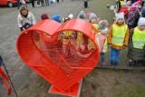 Kosz w kształcie serca tym razem stanie w Bielsku. Pieniądze ze sprzedaży nakrętek przekazane będą Helenie Stenwald