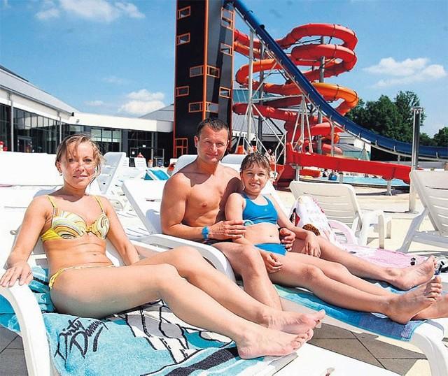 Iwona i Tomasz Nastarowiczowie z 10-letnią córką Justynką wypoczywali w sobotę na łódzkiej Fali.
