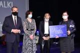 """Gala """"Bohaterowie walki z COVID-19"""". Pielęgniarka z Wolsztyna Anna Franek nagrodzona"""