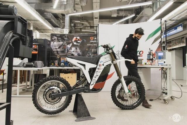 Koło Naukowe Mechaników będzie pracować w ramach projektu nad udoskonaleniem motocykla elektrycznego