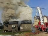 Pożar budynku mieszkalnego w Sobowidzu gm. Trąbki Wielkie. Ewakuowano mieszkańców, na miejscu 10 zastępów straży |ZDJĘCIA