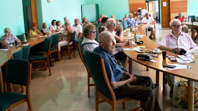 W spotkaniu wzięło udział 80 słuchaczy Uniwersytetu III Wieku w Staszowie.