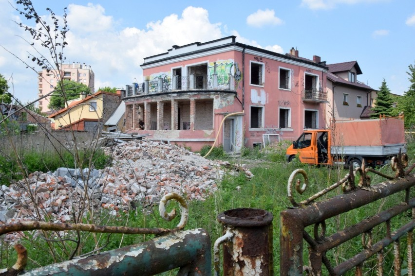 Remontują willę, dawną piekarnię przy ulicy 1 Maja w Kielcach. Będzie nowoczesny biurowiec [ZDJĘCIA]