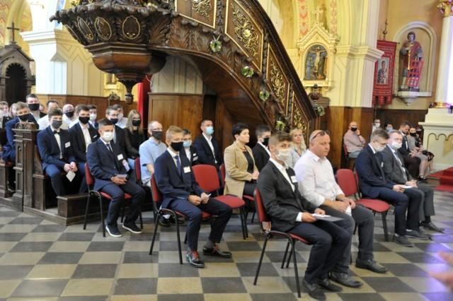 Dekret  udzielający  dyspensy od obowiązku uczestnictwa w niedzielnej i świątecznej eucharystii wydał Wiesław Mering, Biskup Włocławski