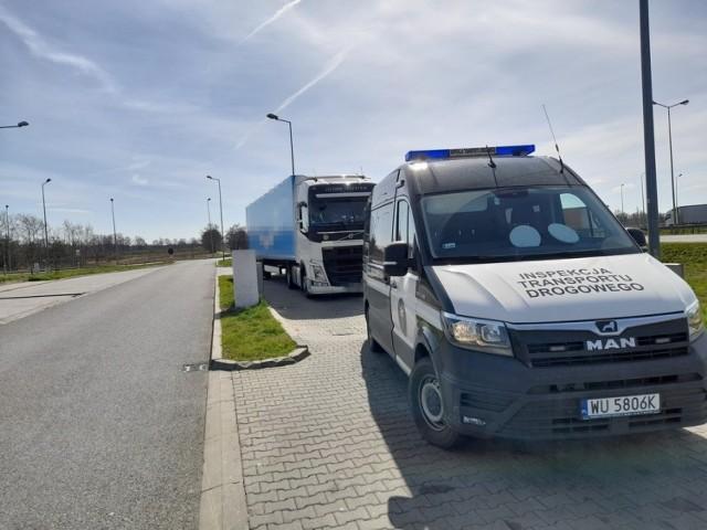 Tak wyglądały kontrole ciężarówek przeprowadzone przez opolskich inspektorów transportu drogowego.