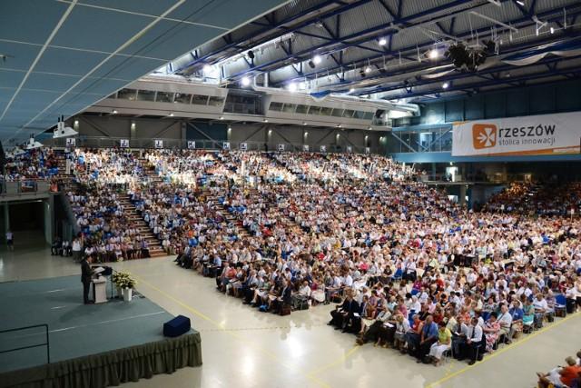 Świadkowie Jehowy na kongresie w Hali na Podpromiu w Rzeszowie.