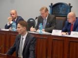 Bytom: Sesja 25 lipca 2016 - wiceprezydent Andrzej Panek odpowiada na pytania radnych
