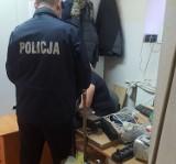 Masz informację o kimś bez dachu nad głową? Zareaguj! Wraz z atakiem zimy policjanci z Pruszcza Gdańskiego wzmagają pomoc dla bezdomnych