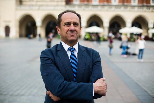Andrzej Gut-Mostowy może stracić posadę w rządzie. Wszystko przez jego hotel, który miał omijać obostrzenia rządowe