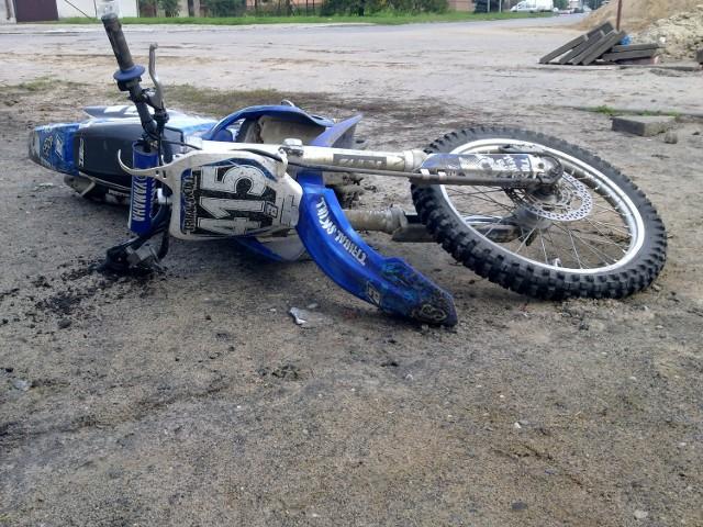 Źle skończyła się jazda pijanego motocyklisty, mężczyzna przewrócił się i dotkliwie potłukł